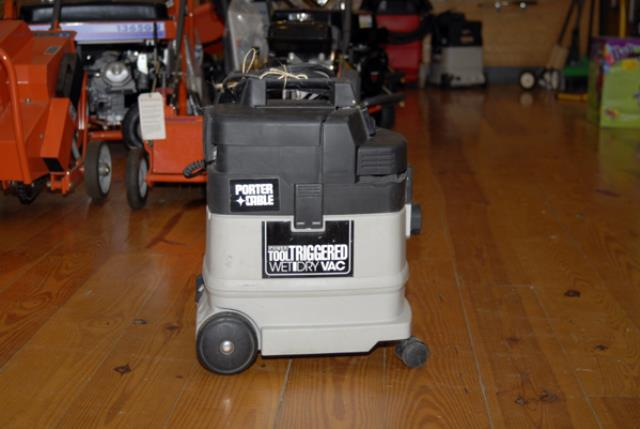 Where to find DRY VACUUM  6 GALLON in Andover